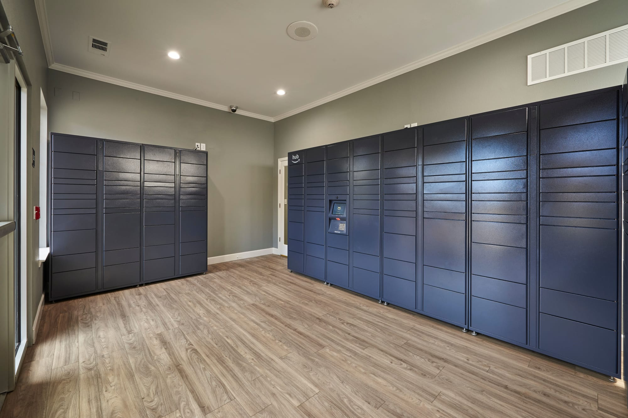2-Hour Package Lockers at Legend Oaks Apartments
