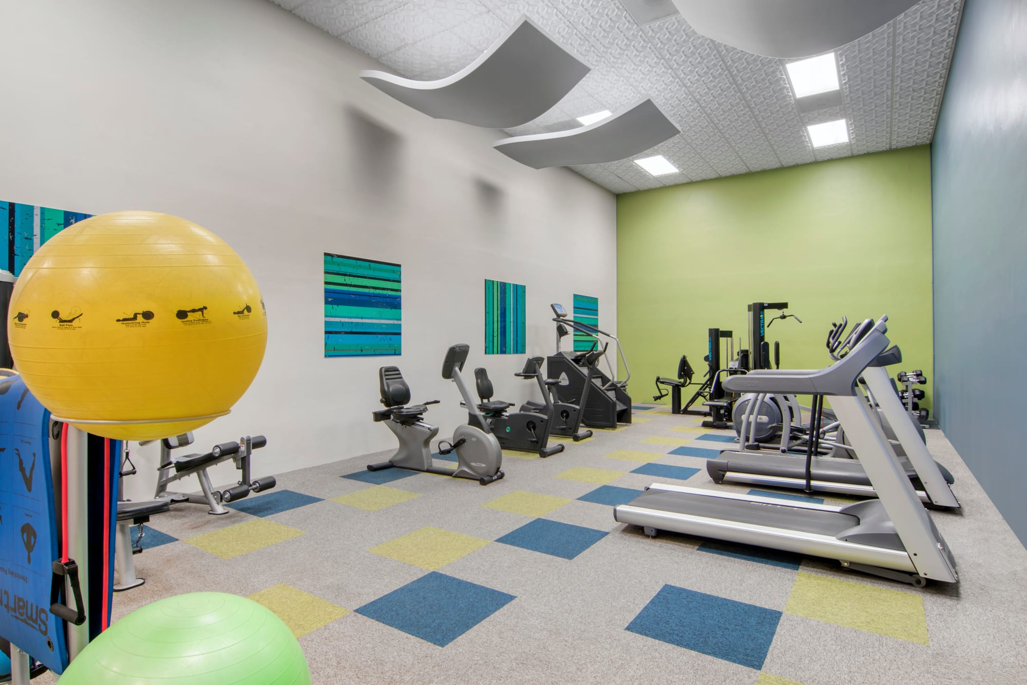 The fully equipped fitness center at Autumn Chase Apartments in Vancouver, Washington
