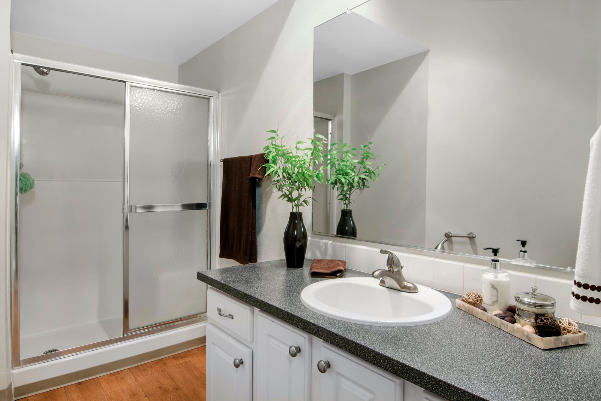 Large bathroom At Autumn Chase Apartments