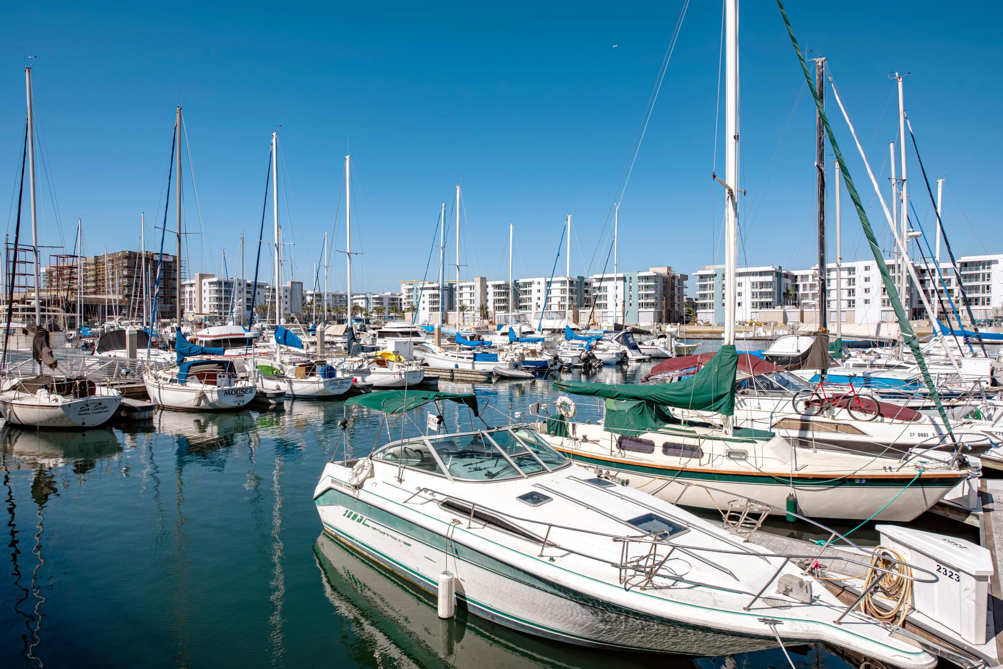 Harborside Marina Bay Apartments in Marina del Rey, California, offers access to the marina
