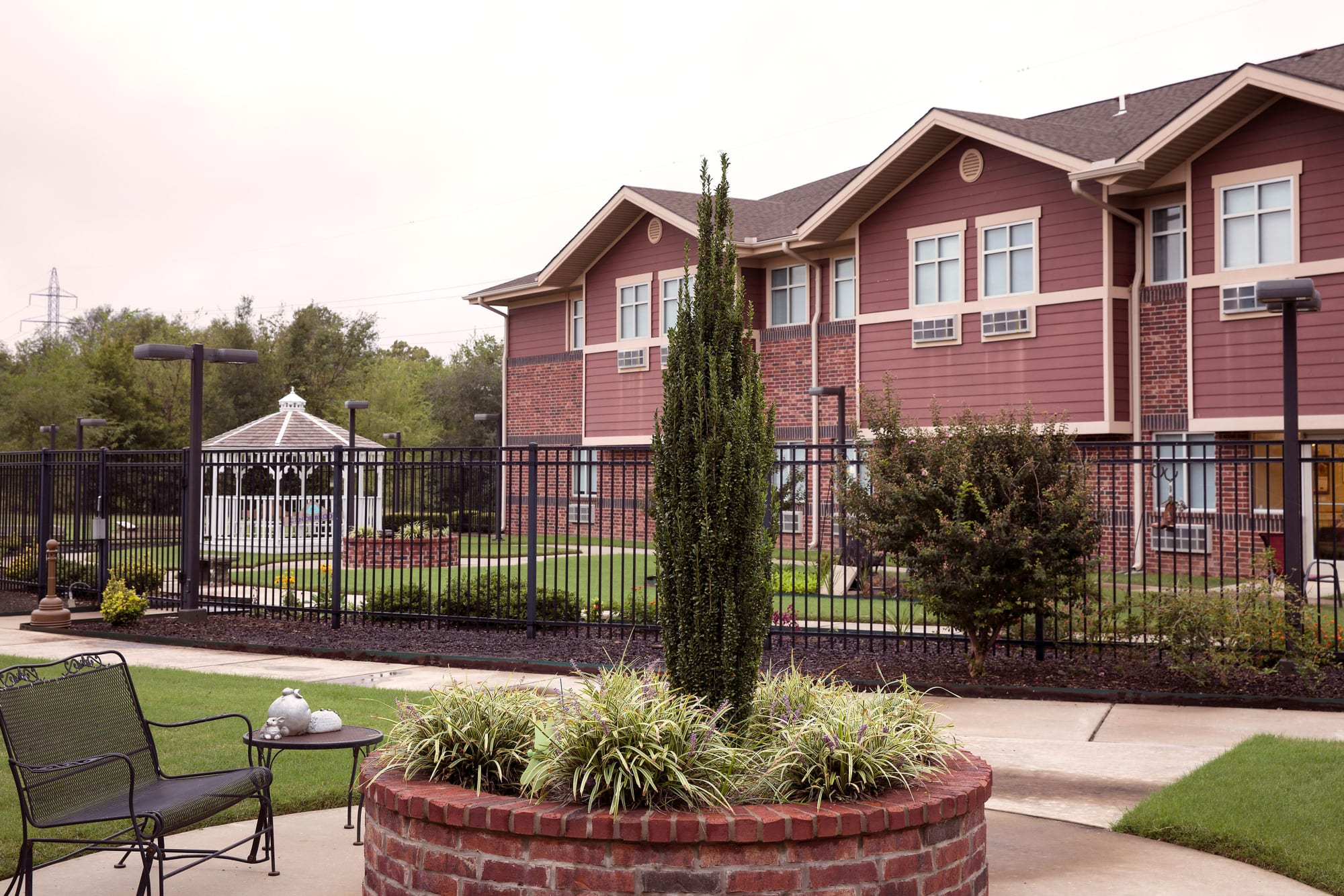 Fenced sitting area outside at Canoe Brook Assisted Living & Memory Care in Catoosa, Oklahoma