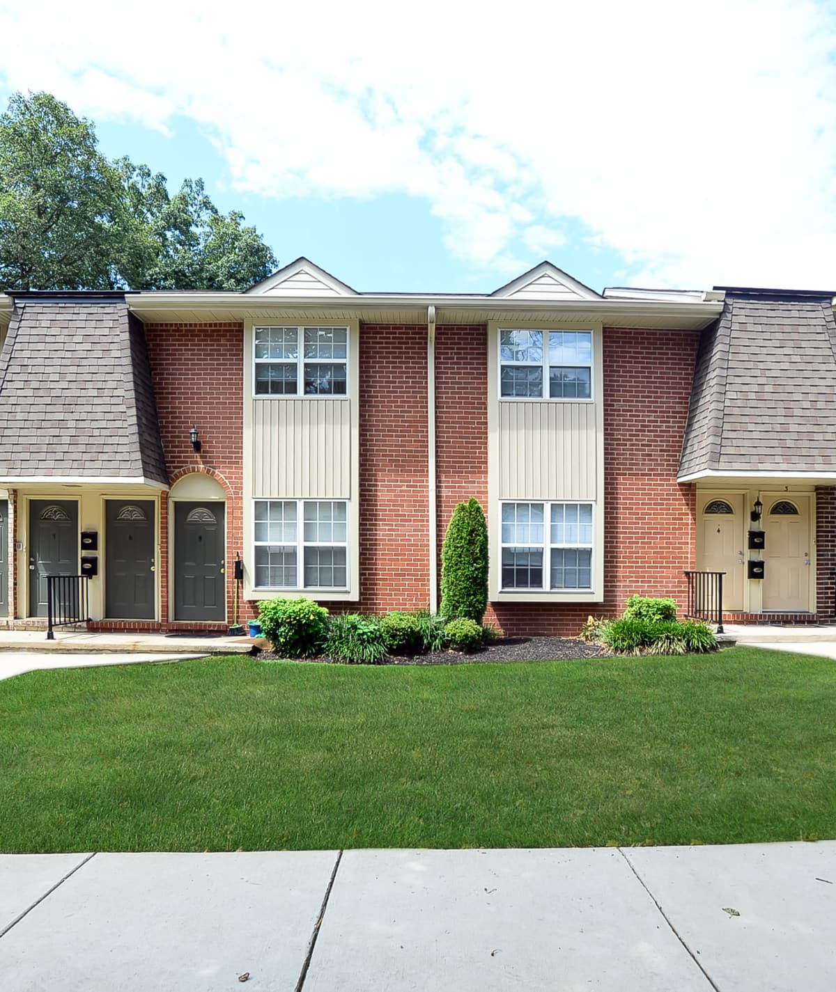 Exterior view of Moorestowne Woods Apartment Homes in Moorestown, NJ