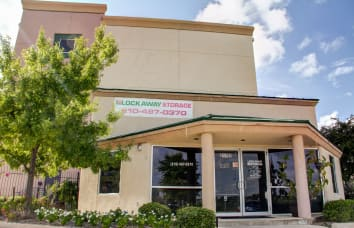 View our Encino self storage location