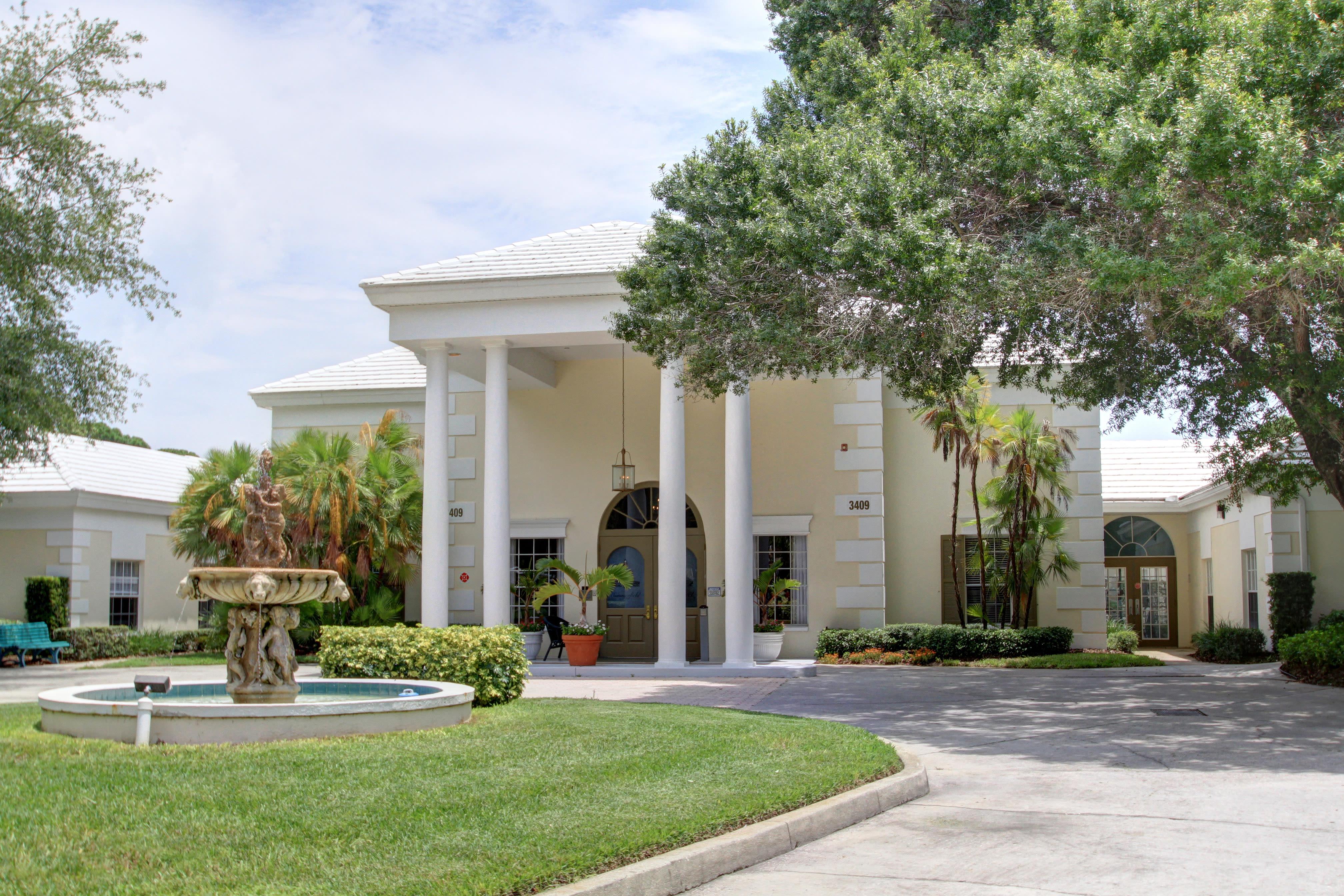 Senior living at Summerfield Senior Living in Bradenton, Florida