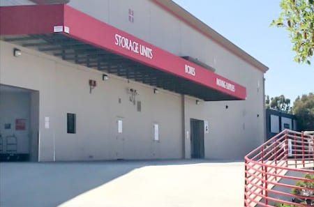 Self storage building entrance in Los Angeles