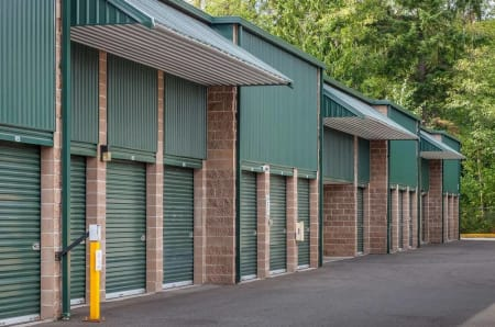 Row of outdoor units at StorQuest Self Storage in Federal Way, Washington