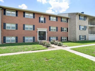 The Village of Chartleytowne Apartment & Townhomes offers walking paths in Reisterstown, MD