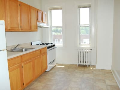 Berkeley Arms Apartment Homes offers a modern kitchen in Rutherford, New Jersey