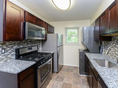 Mt. Arlington Gardens Apartment Homes offers a fully equipped kitchen in Mt. Arlington, NJ