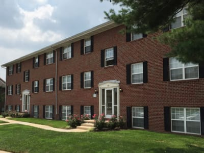 well maintained lawn at Towson Crossing Apartment Homes in Baltimore, MD