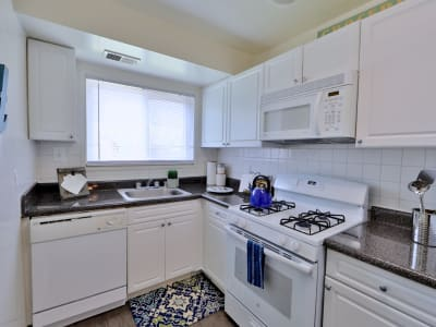Kitchen at Lynbrook at Mark Center Apartment Homes