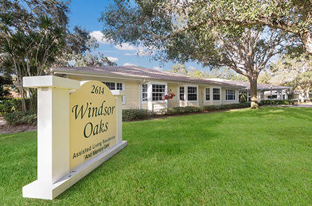 Windsor Oaks At Bradenton sign in Florida