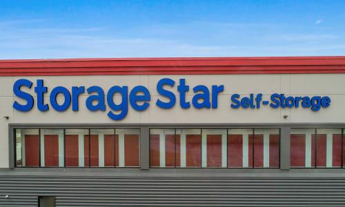 Storage Star in Dallas, Texas self storage Front sign