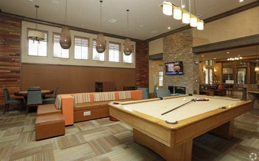 Ocoee apartments includes a billiards table