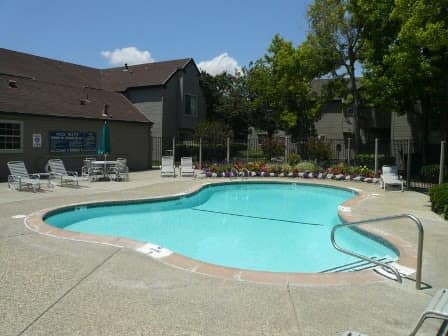 Swimming pool at Courtside Village Apartments in Woodland, CA