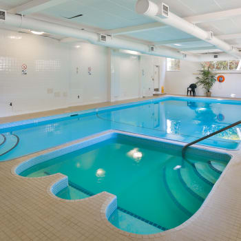 Pool and hot tub at Fraser Tolmie Apartments in Victoria