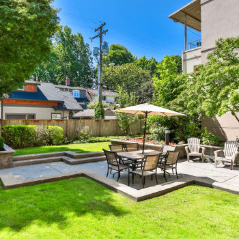 Private courtyard at Dunway Court in Vancouver