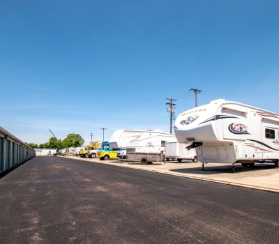 RV and auto parking at Storage Inns of America in Dayton, Ohio