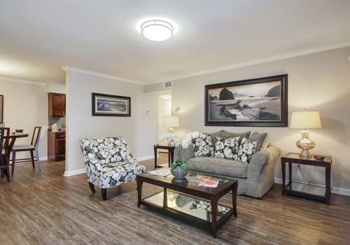Emerald Pointe Apartment Homes offers upgraded living rooms in Harvey, Louisiana