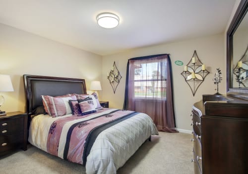 Luxury bedroom at Emerald Pointe Apartment Homes in Harvey, Louisiana