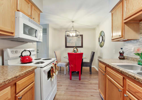 Summerfield Apartment Homes offers upgraded dinning in Harvey, Louisiana