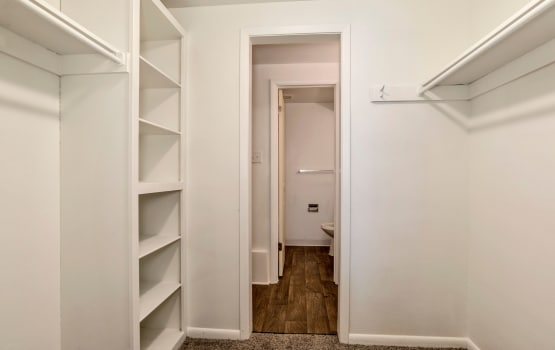 Apartments with walk-in closets in Denver, Colorado