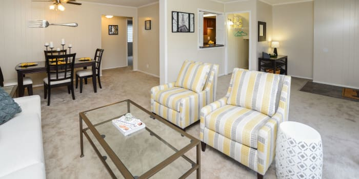 Oxford Manor Apartments & Townhomes offers a spacious living room in Mechanicsburg, PA
