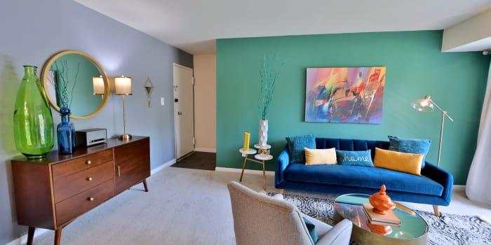 Dining room at Lynbrook at Mark Center Apartment Homes