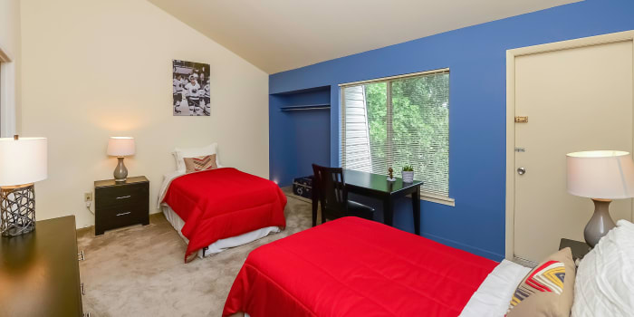 Enjoy apartments with a modern bedroom at Briarwood Apartments & Townhomes