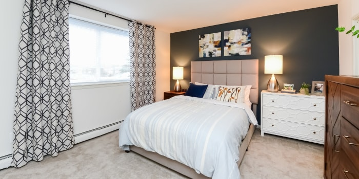 Sherwood Crossing Apartments & Townhomes offers a beautiful bedroom in Philadelphia, Pennsylvania