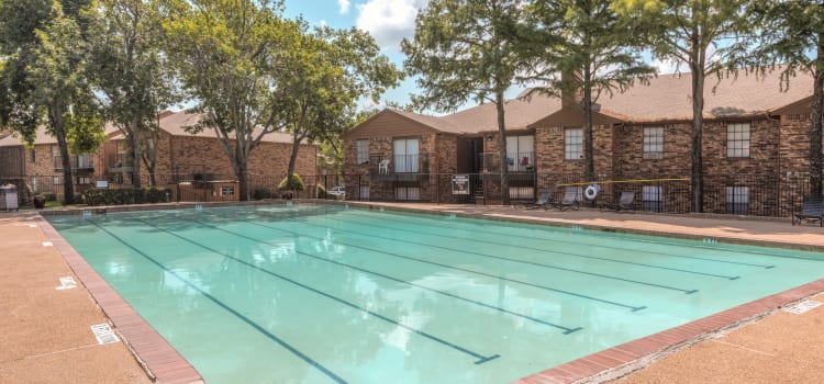 Swimming pool at Stone Ridge Apartments