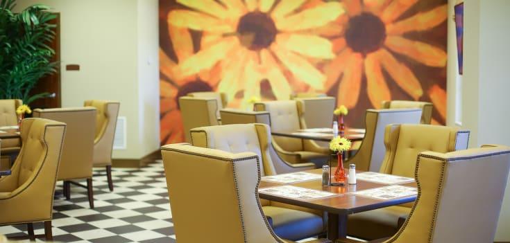 Casual dining at Merrill Gardens at Solivita Marketplace