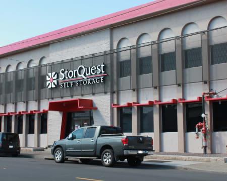 Front of building at StorQuest Self Storage in Honolulu, Hawaii