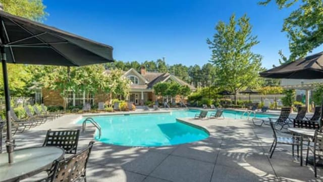 Polo Village offers a swimming pool in Columbia, SC