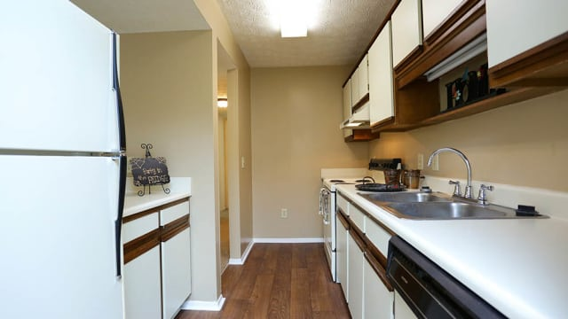 Halcyon Park Apartments offers a kitchen in Montgomery, AL