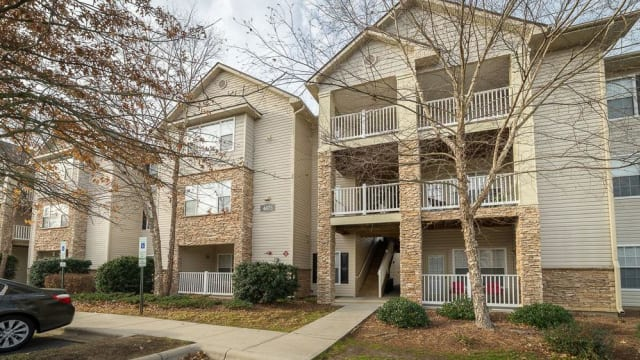 Greensboro, NC Apartments near High Point | The Enclave at Deep River