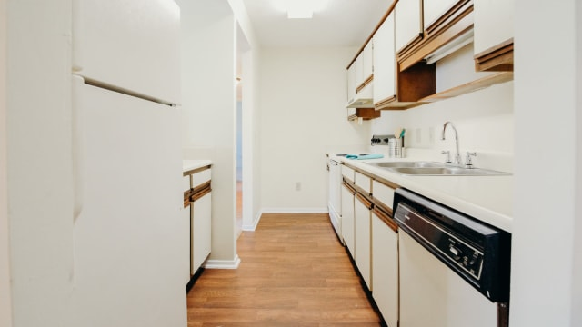 Kitchen at Halcyon Park Apartments in Montgomery, Alabama