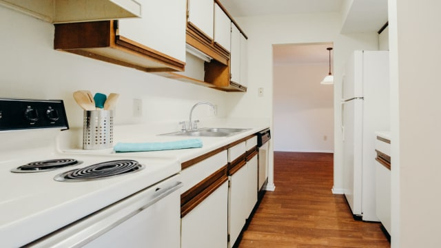 Kitchen at Halcyon Park Apartments in Montgomery, AL
