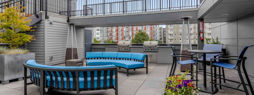 Outdoor seating in a community area at Elan 41 Apartments in Seattle, Washington