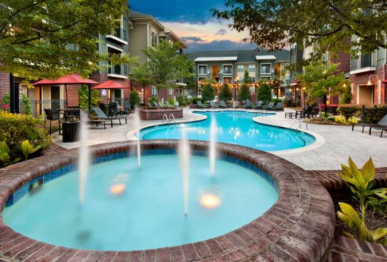 Fountain and swimming pool at Perimeter Lofts in Charlotte, North Carolina
