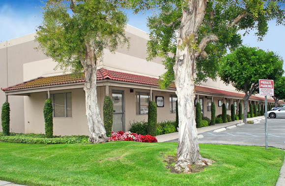 Well-manicured grounds at Fullerton Business Center in Fullerton, California