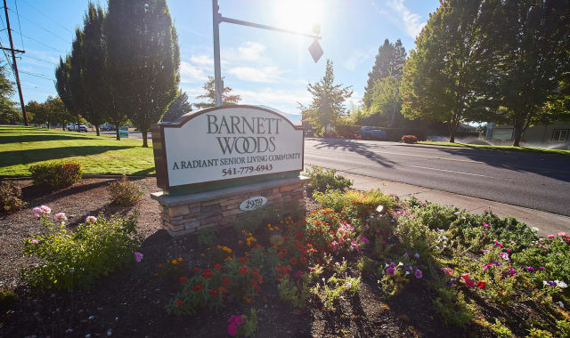 Exterior of Barnett Woods, senior living in Medford, OR