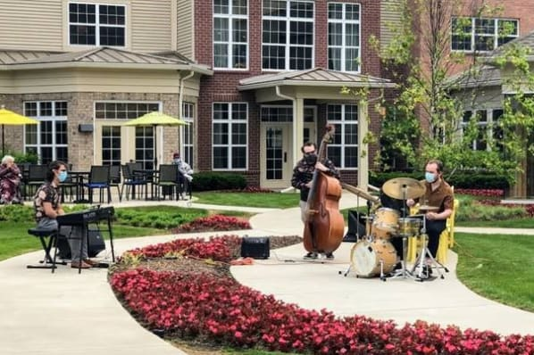 Outdoor Concert in the Courtyard with Sean Perlmutter Trio