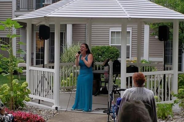 Courtyard Concert Featuring Vanessa Carr