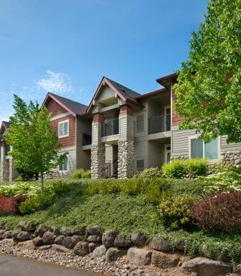 Grounds view with landscaping at Altamont Summit in Happy Valley, Oregon
