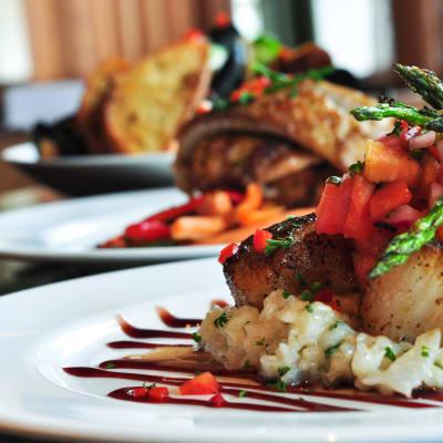 Cuisine in range of Ravinia Apartments
