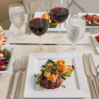 View the Dining at All Seasons West Bloomfield in West Bloomfield, Michigan