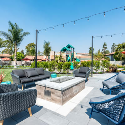 Ventura Apartments - Sofi Ventura Outdoor Shelter Area With Benches and Grills