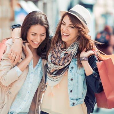 Friends shopping near Ashford Belmar in Lakewood, Colorado