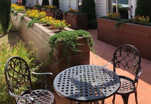 Outdoor seating area at Heritage Hill Senior Community in Weatherly, Pennsylvania
